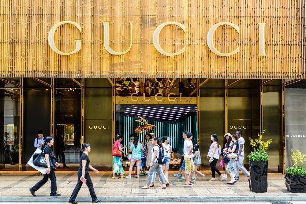 到2020年,中国在全球奢侈品市场的份额几乎翻了一番